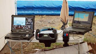 Управление катером с выносного пульта управления (монитор, штурвал, рычаг подачи газа)